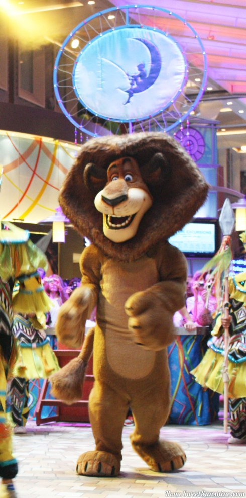 oasis-of-the-seas-parade-lion